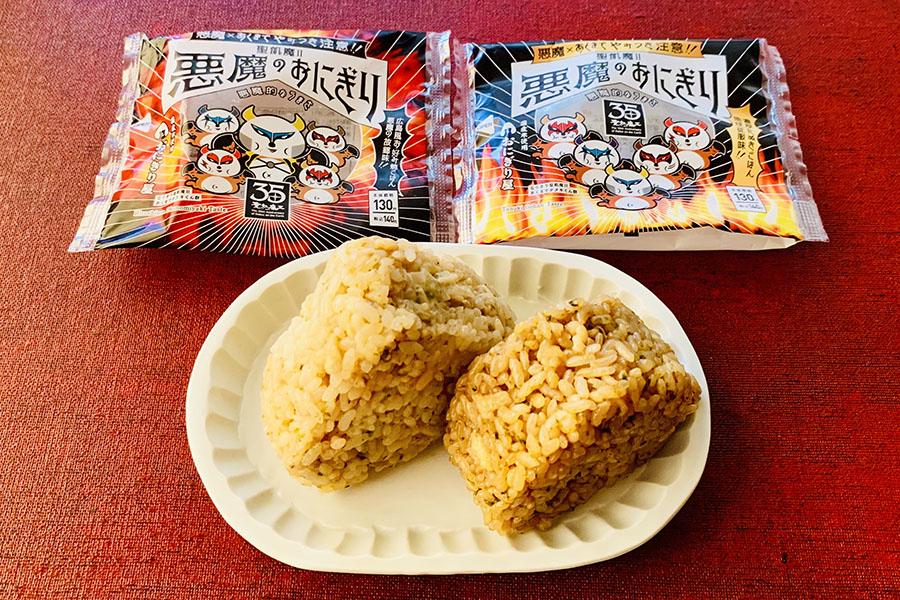 聖飢魔Ⅱ×悪魔のおにぎり広島風お好み焼きごはん -悪魔の故郷味-(左)、濃厚たぬきごはん –地球征服味-(右)各140円