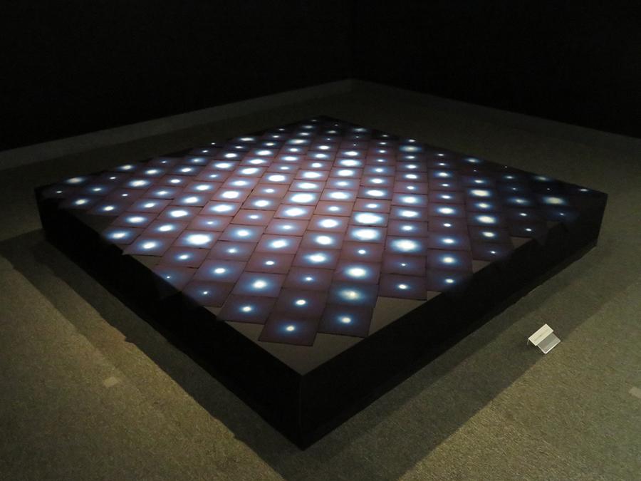 福本潮子《宙》1998年 トルファン綿 一点絞り染 各16×16cm