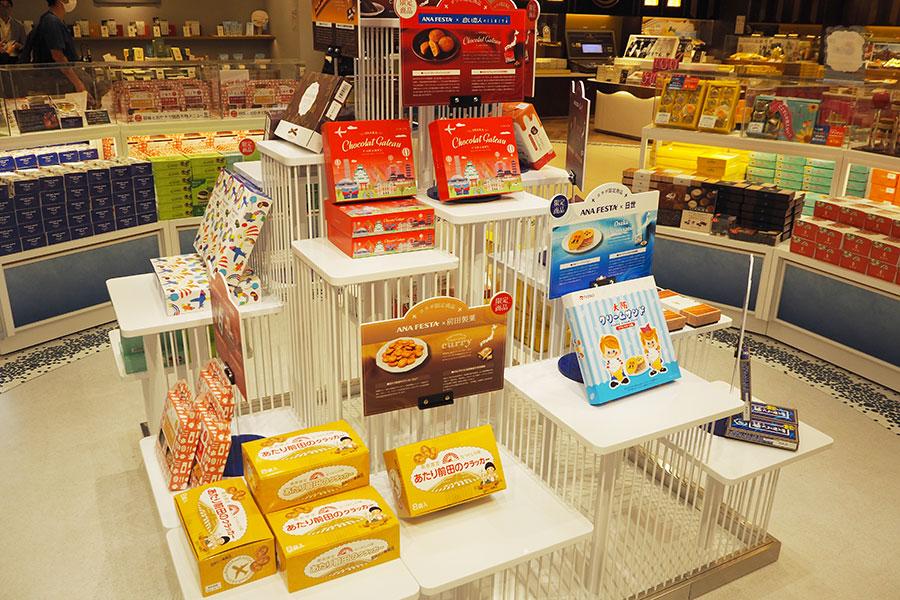 さまざまなコラボ商品が並ぶ「ANA FESTA」