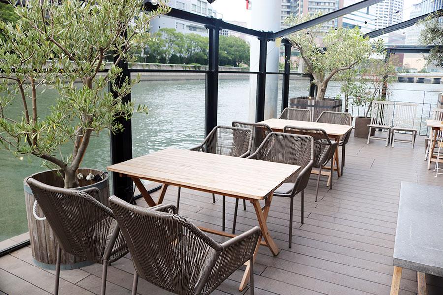 堂島川に浮かぶ台船は、ヨガや音楽やグルメ系イベントのステージとしても活用予定