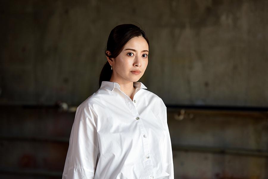 ドラマ「DIVER-特殊潜入班-」で、闇診療する女医を演じる片瀬那奈 ©ktv
