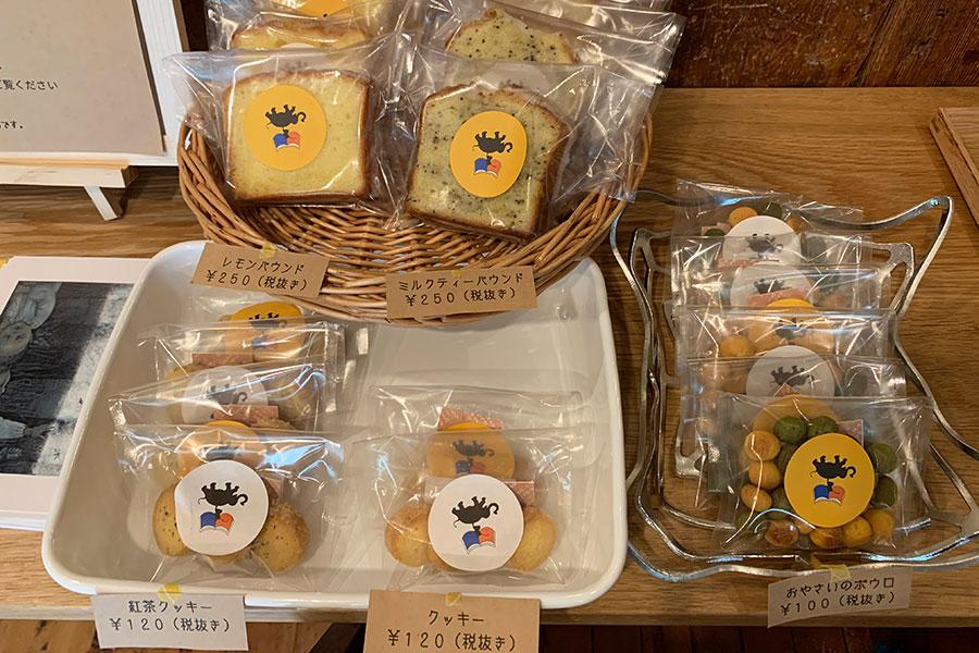 国産小麦、甜菜糖、国産の野菜パウダーなどを使用したパウンドケーキやクッキーはテイクアウトもOK
