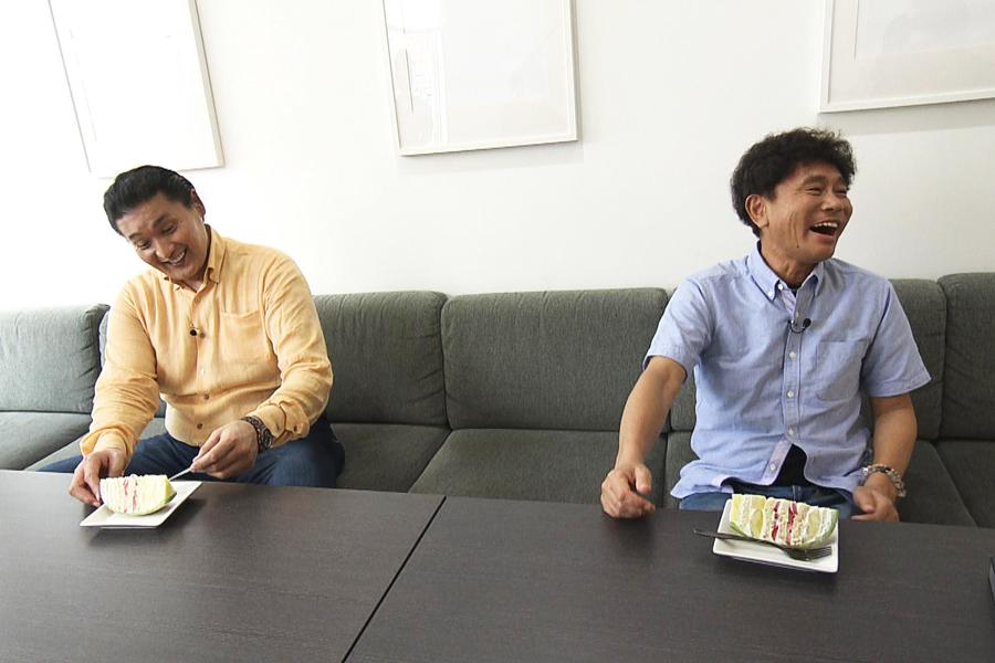 1個1万円以上するという超高級ケーキに2人は大興奮(写真提供:MBS)