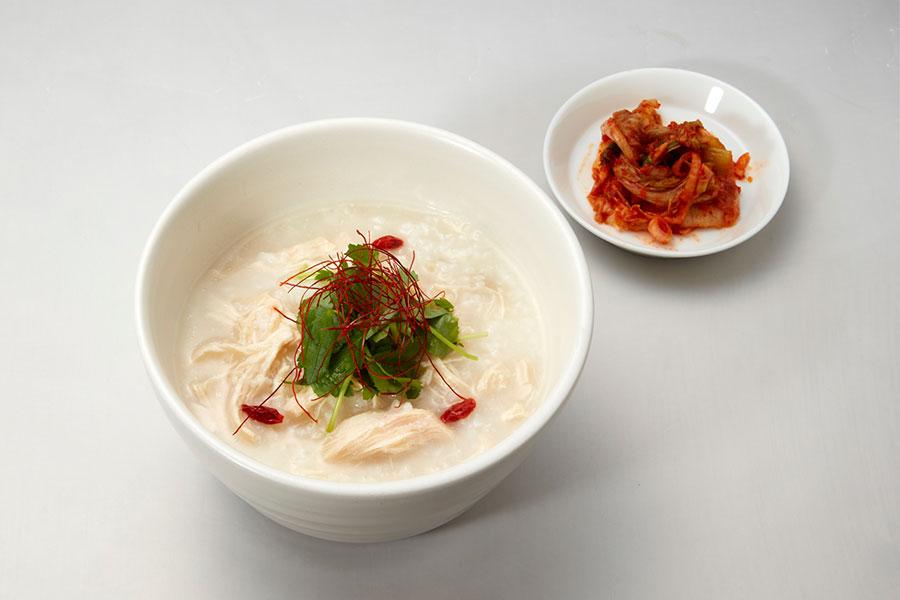 朝6時30分から11時まで限定のモーニングメニュー「参鶏湯」(1000円)