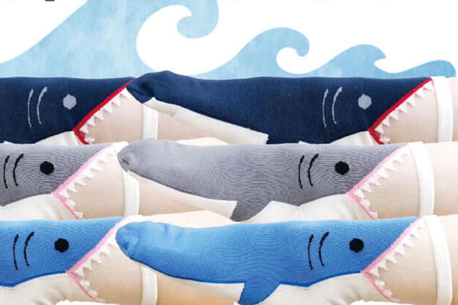 サメが足に噛み付いてますよ、人気過ぎるソックスが急遽増産