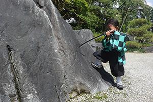 奈良で『鬼滅の刃』探し…ちびっ子コスプレイヤーら活躍