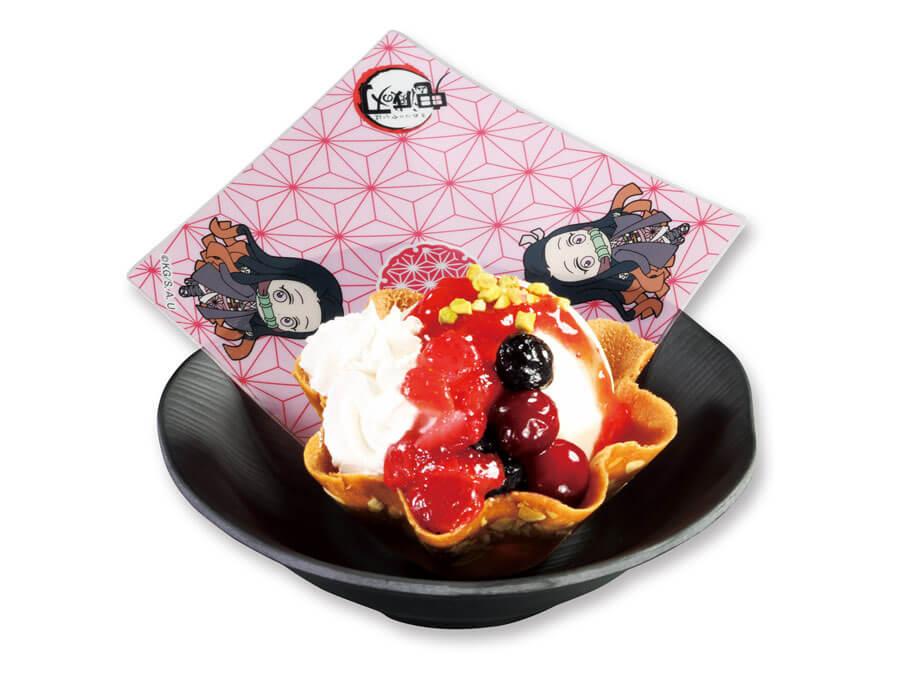 禰豆子のイメージにぴったりなデザート「禰豆子のたっぷりベリーアイス」308円