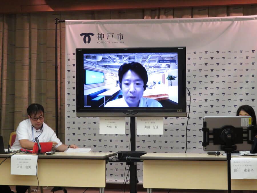 「RPAは人間のアシスタントとして、人が不得意な作業をやってくれる。コンピューターが人間の仕事を奪うと言われるが、実は補完し合う関係で、豊かな社会の実現に役立つ」と話したモンスター・ラボの押田光雄さん(8月26日・神戸市役所)
