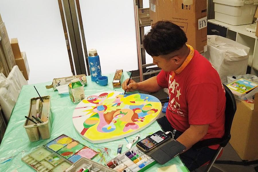 窮地に立たされた画家芸人、今なお描き続ける理由とは