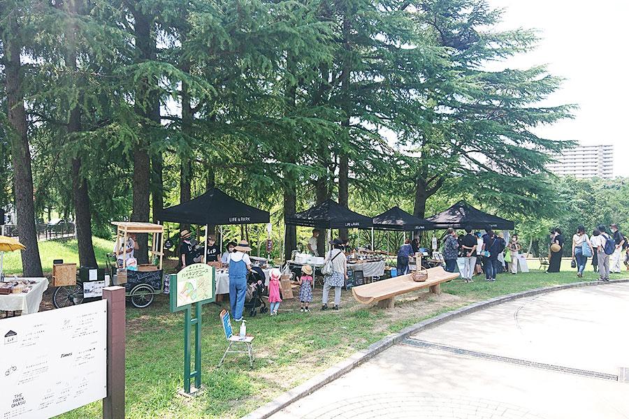 マルシェが公園エントランス付近にて、不定期で開催。出店店舗は公式サイトにて