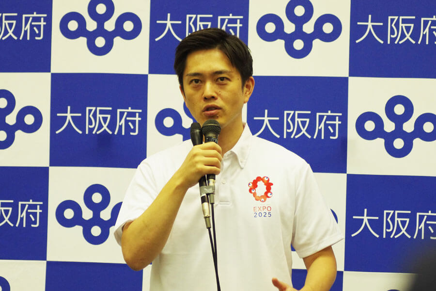 『新型コロナウイルス対策本部会議』後に会見に応じた吉村洋文知事(8月31日・大阪府庁)