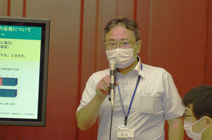 研究結果について説明する次世代創薬創生センター長の松山晃文さん(8月4日・大阪市)