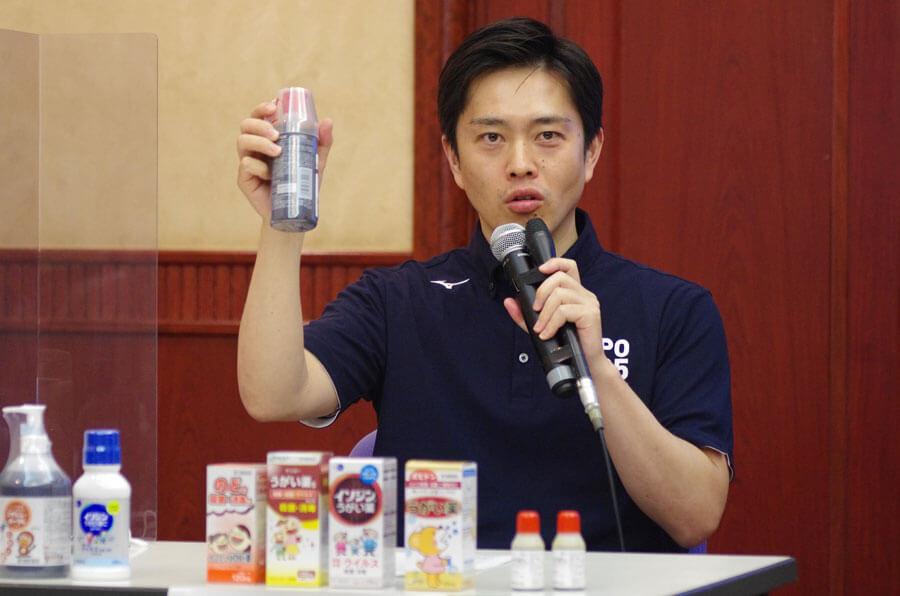 ポビドンヨードによるうがいを推奨する吉村洋文知事(8月4日・大阪市)