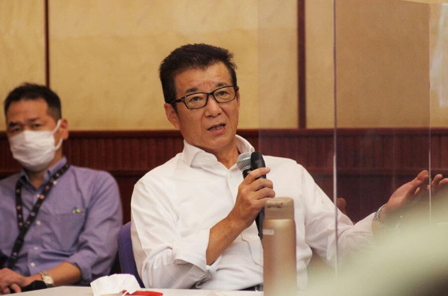 「こういう形で発表すると品薄になることは想定していた」と話す松井一郎市長(8月4日・大阪市)