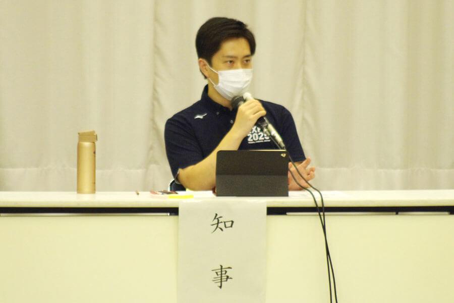 『大阪府新型コロナウイルス対策本部会議』に出席した大阪府の吉村洋文知事(7月31日・大阪府庁)