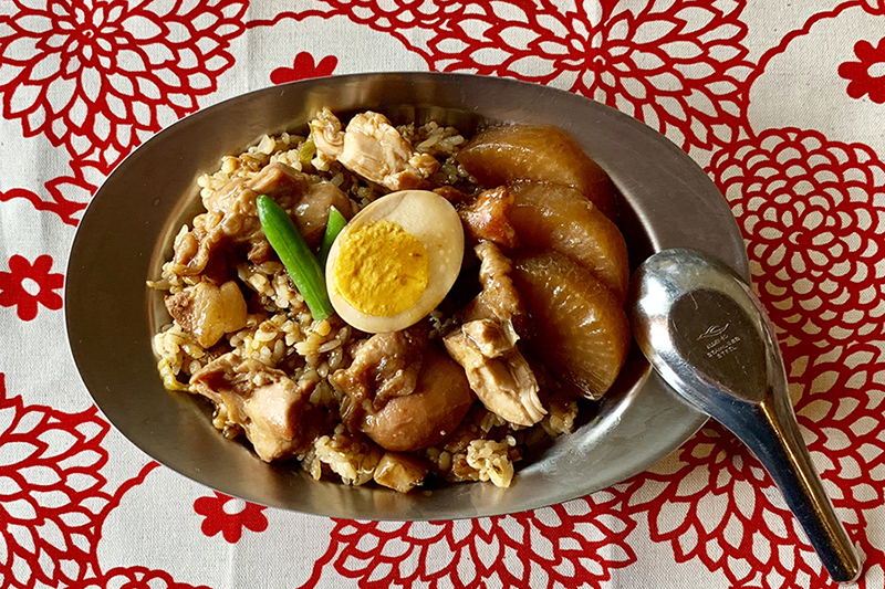 セブンイレブンの「ルーロー飯」(台湾風豚角煮飯)おむすびをワンプレート飯に