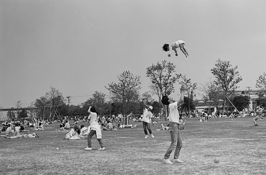 「大阪環状線 海まわり」より《北港ヨットハーバーに隣接する祝日の公園、常吉2丁目 1992.05.03》