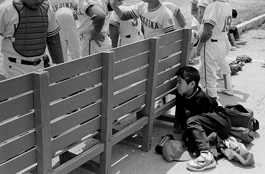 「大阪環状線 海まわり」より《八幡屋公園 時間に遅れた野球少年 田中3丁目 1992.04.26》