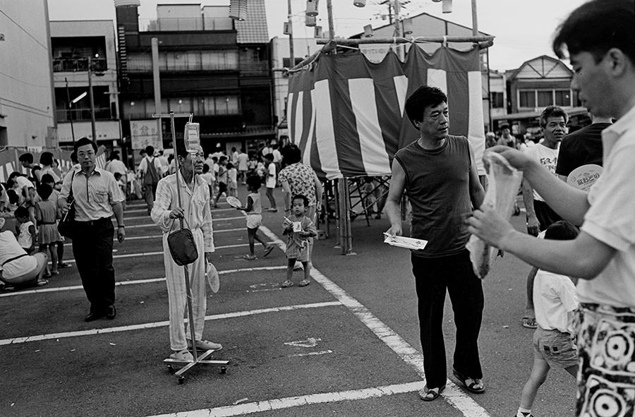 「5,000,000歩の京都」より《盆踊りのスピーカーに誘われて 中京区 1994.07.31》
