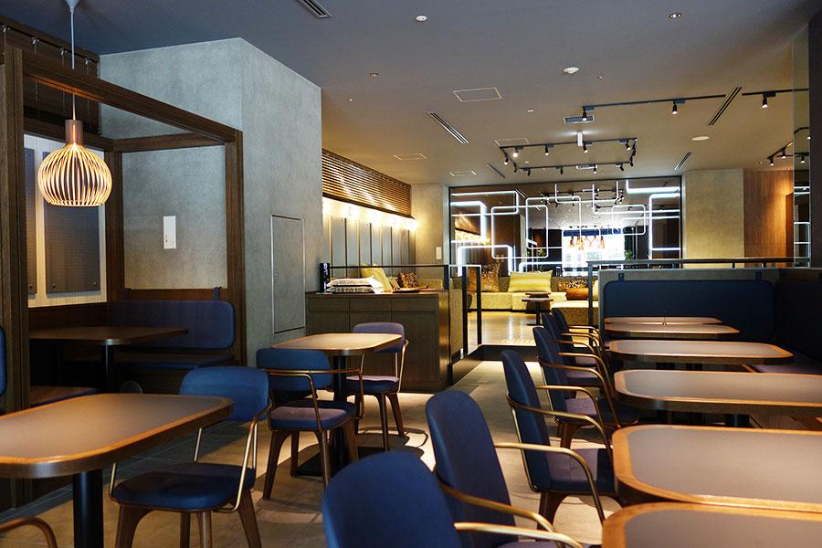 テラス、ソファなど好みによって席を選べるラウンジ「THE TASTE」