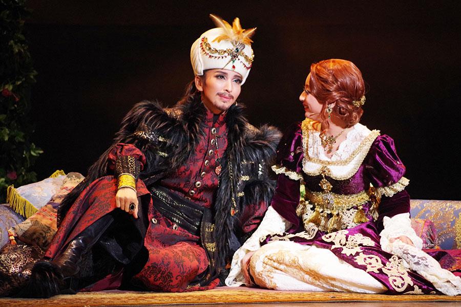 お互い分かり合える存在として深く愛し合う、スレイマン(桜木)とアレクサンドラ(遥羽)