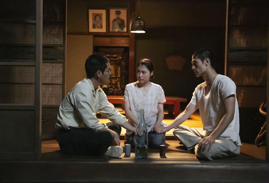 ドラマ『太陽の子』のワンシーン 左から柳楽優弥、有村架純、三浦春馬 (C)NHK、国際共同制作 Eleven Arts