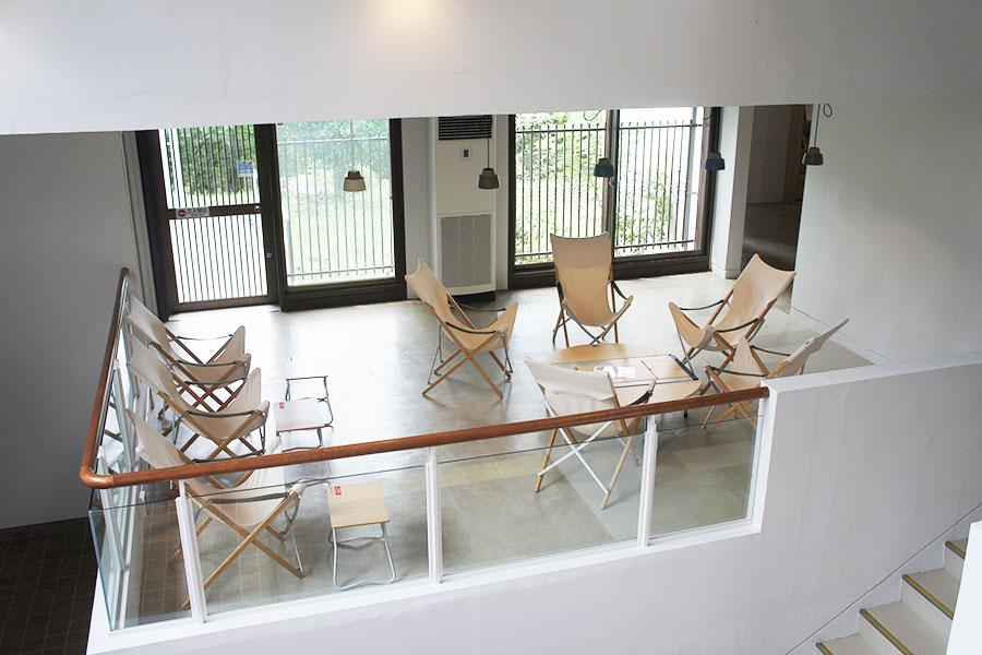 「THE PARK OHASU」の椅子やテーブルなどのインテリアはすべてアウトドアブランド「Snow Peak」のもの