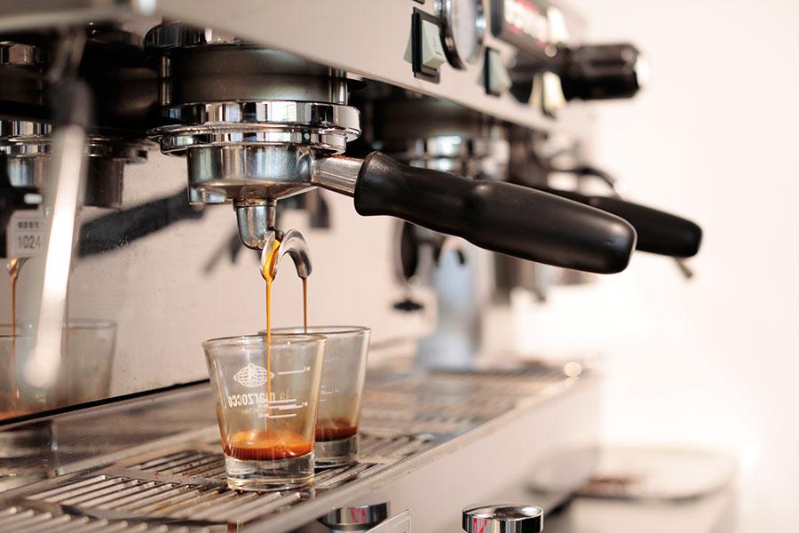 ニュージーランド式のエスプレッソやコーヒーを楽しめる