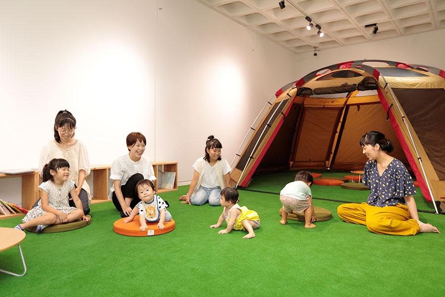 キッズスペースにはテントも設置され、子どもたちに大人気