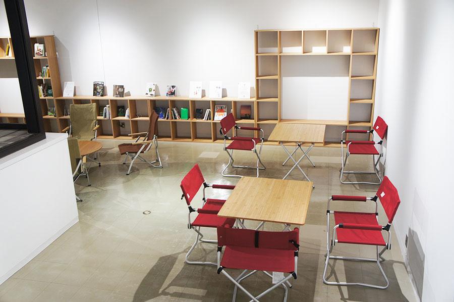 蔵書は今後は時間をかけて少しずつ増やしていく私設図書館