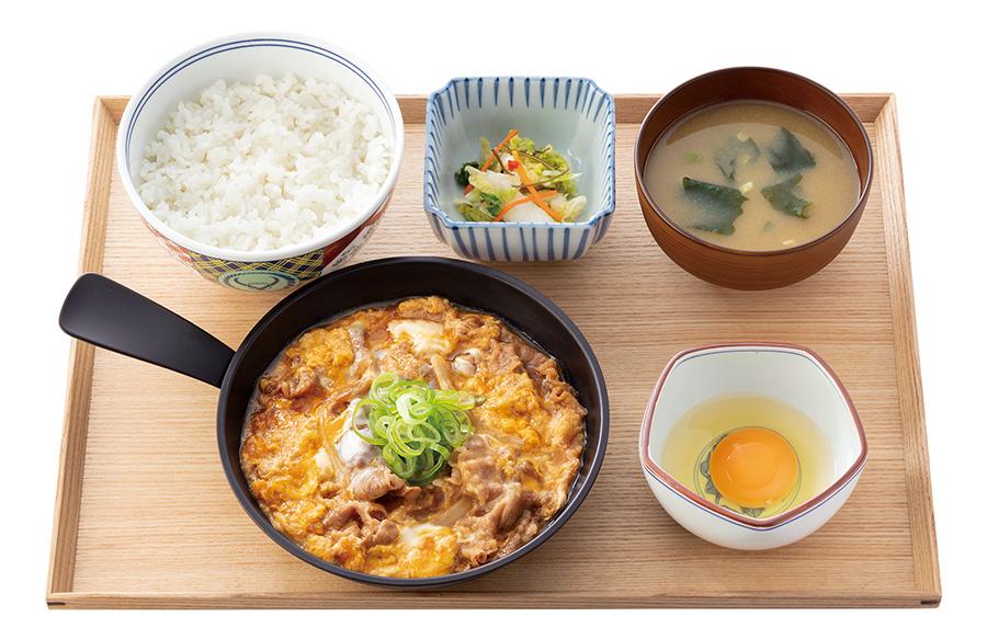「月見牛とじ御膳」648円(税抜)※テイクアウト不可