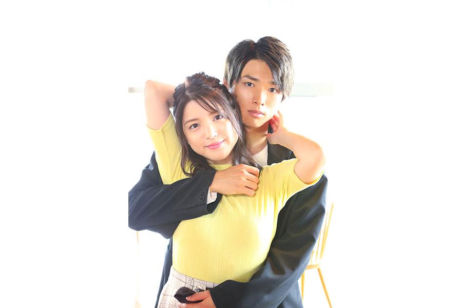 ドラマ『僕らは恋がヘタすぎる』で主演を務める川島海荷と白洲迅 (C)ABCテレビ