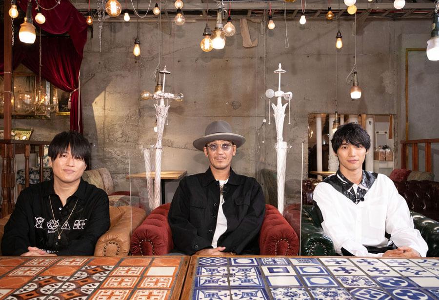 左からドラマ『DIVER』の主題歌を歌うコブクロの小渕健太郎と黒田俊介、主演の福士蒼汰 ©ktv