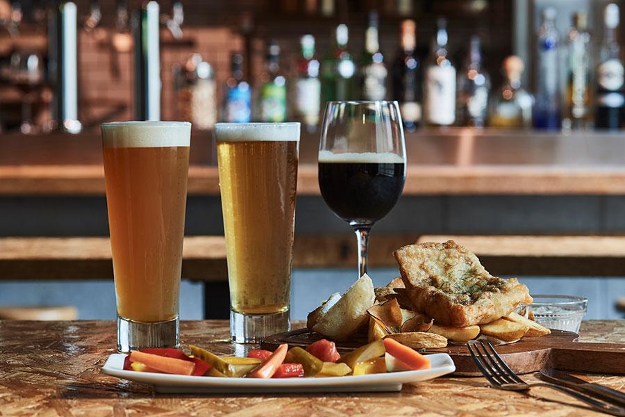きゅうりのビール、ウナギの蒲焼ビールなど個性あふれるクラフトビールが10種類そろう「BAK」(写真はイメージ)