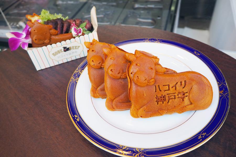 焼き上がった生地。おかず系の具は「神戸牛ミートパティ&たまご」「神戸牛ポテサラソーセージ」など5種