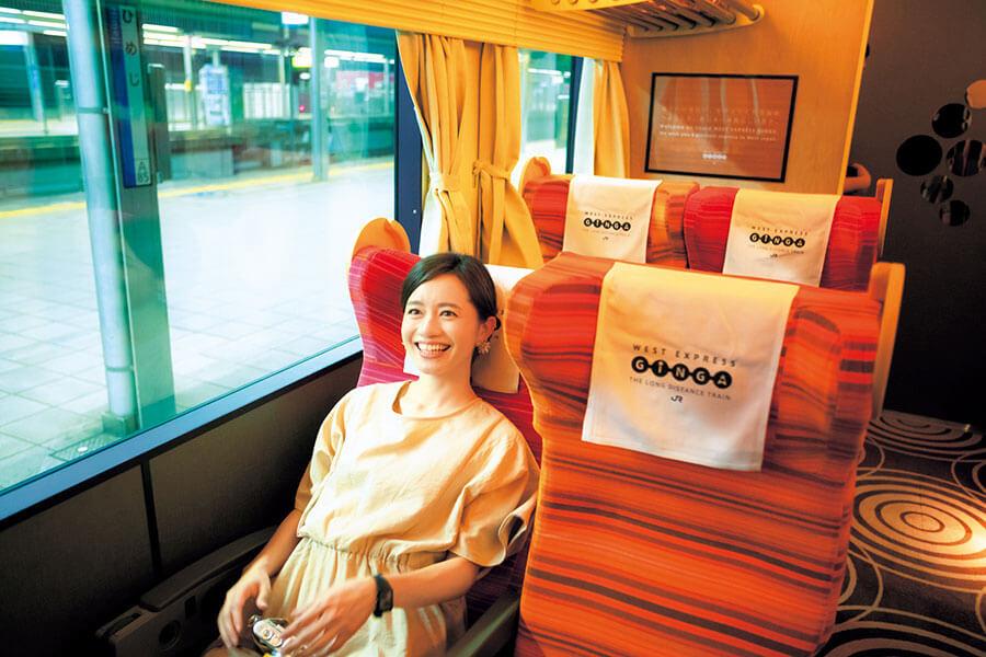 女性の桁になる2号車は、明るい色と座席が交互に配置されているのが特徴