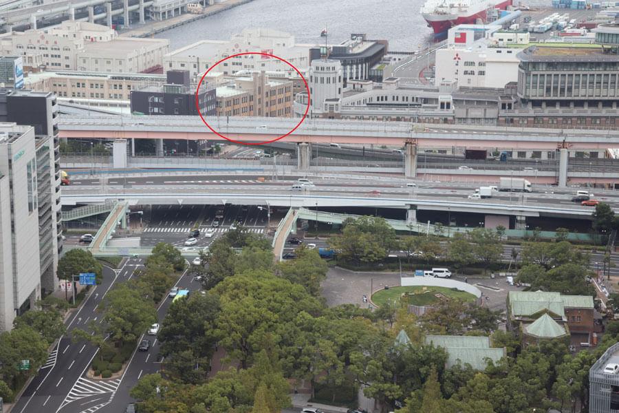 赤丸で囲ったのがKIITO(デザインクリエイティブセンター神戸)。歩道橋の改修で、よりアクセスしやすくなることが期待される(9月24日・神戸市役所)