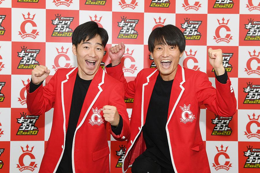 『キングオブコント2020』で優勝したジャルジャル(左から後藤淳平、福徳秀介)