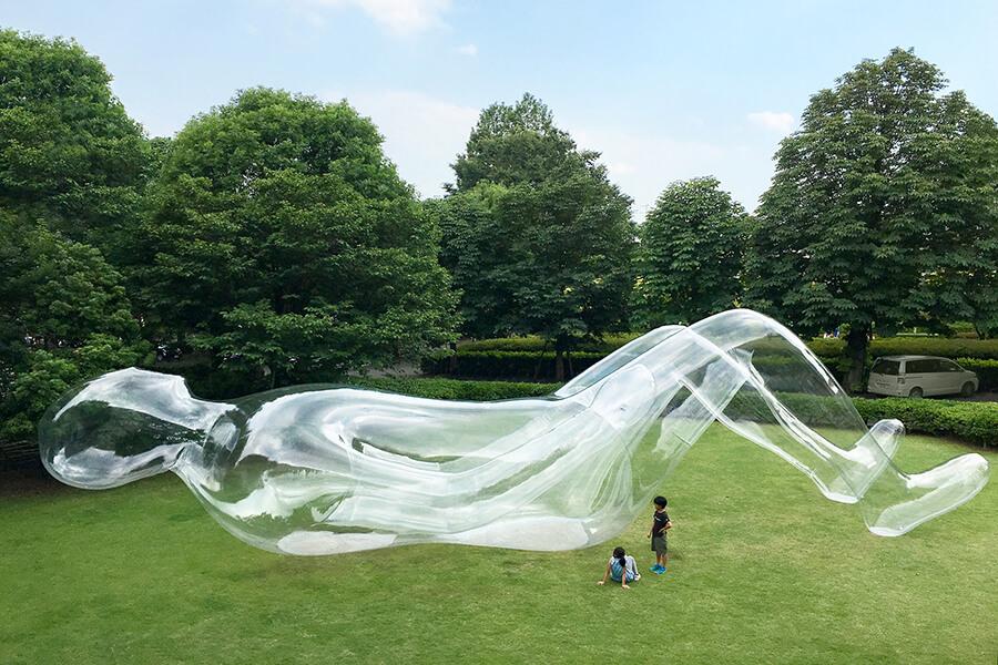 アーティスト・鈴木康広の作品「空気の人」