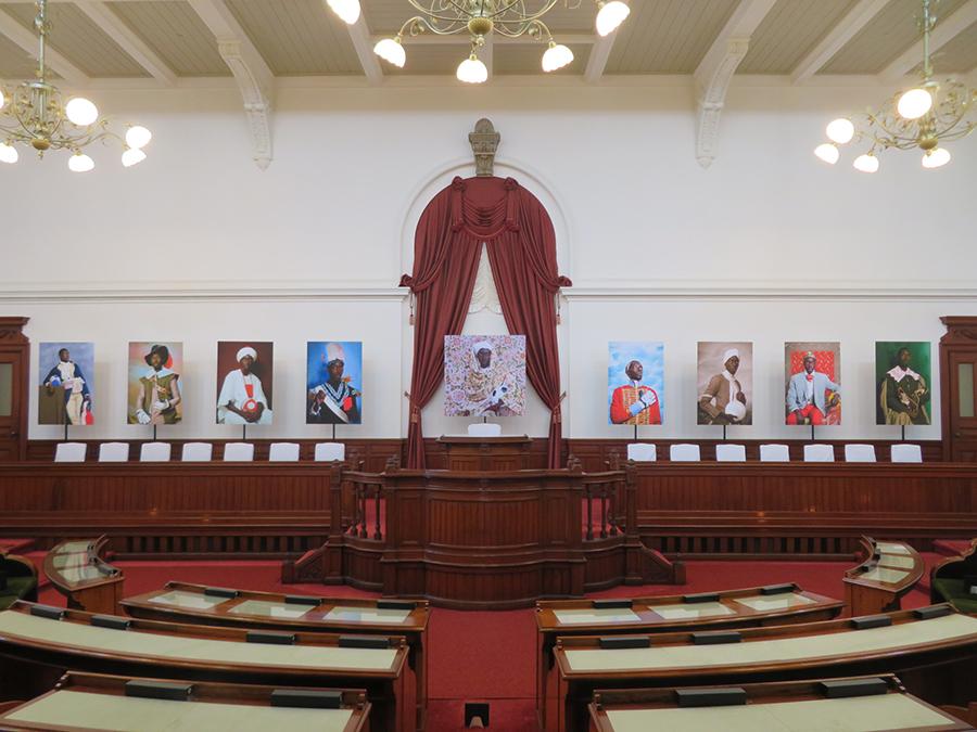 京都府庁旧本館 旧議場でのオマー・ヴィクター・ディオプの展示