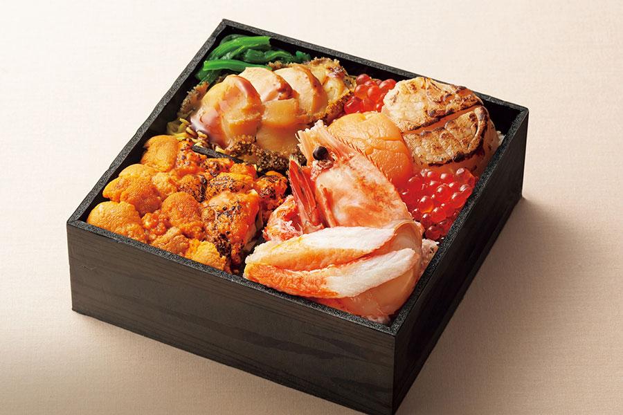 京都店で、9月30日から10月6日に登場する「鮨処 竜敏」の海鮮彩りあわび弁当3132円(各日50食限定)