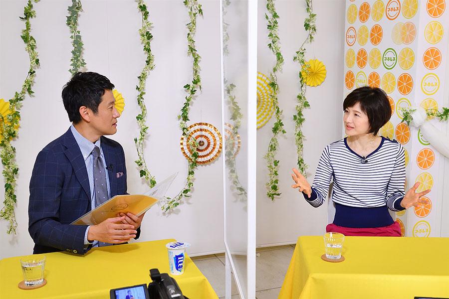 関西ジャニーズJr.のギャグVTRの感想を語る水野真紀(右)とMBS河田アナ(写真提供:MBS)