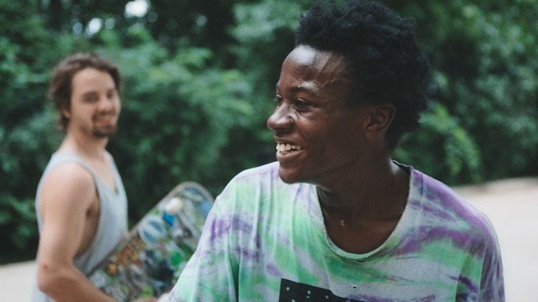 監督ビン・リューが、自身の友人を撮影した 、映画『行き止まりの世界に生まれて』。(C)2018 Minding the Gap LLC. All Rights Reserved.