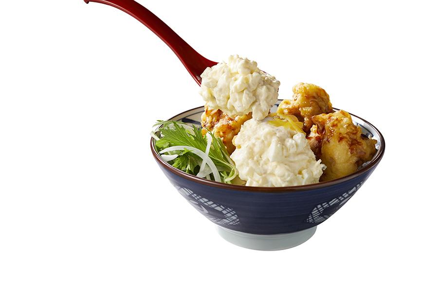 丸亀製麺「うどん総選挙」で1位を獲得した「タル鶏天ぶっかけうどん」(並)690円は、30円で追いタルもOK