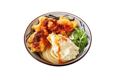 丸亀製麺「赤タル鶏天ぶっかけうどん」並740円、大850円、得960円は、特製ラー油だれが刺激的