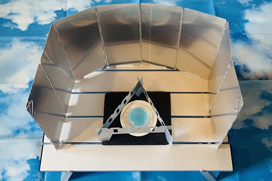 「アルミ風よけ」は折りたたみ式でコンパクト。専用の収納袋も付いています