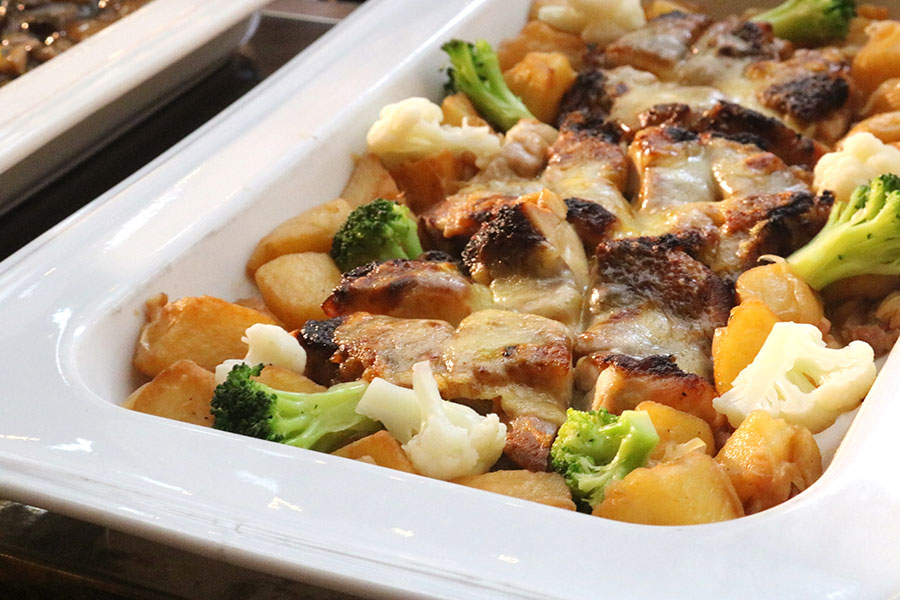 山椒の風味が効いている「チキンの山椒焼き」。軽食類は日替わりとなっている
