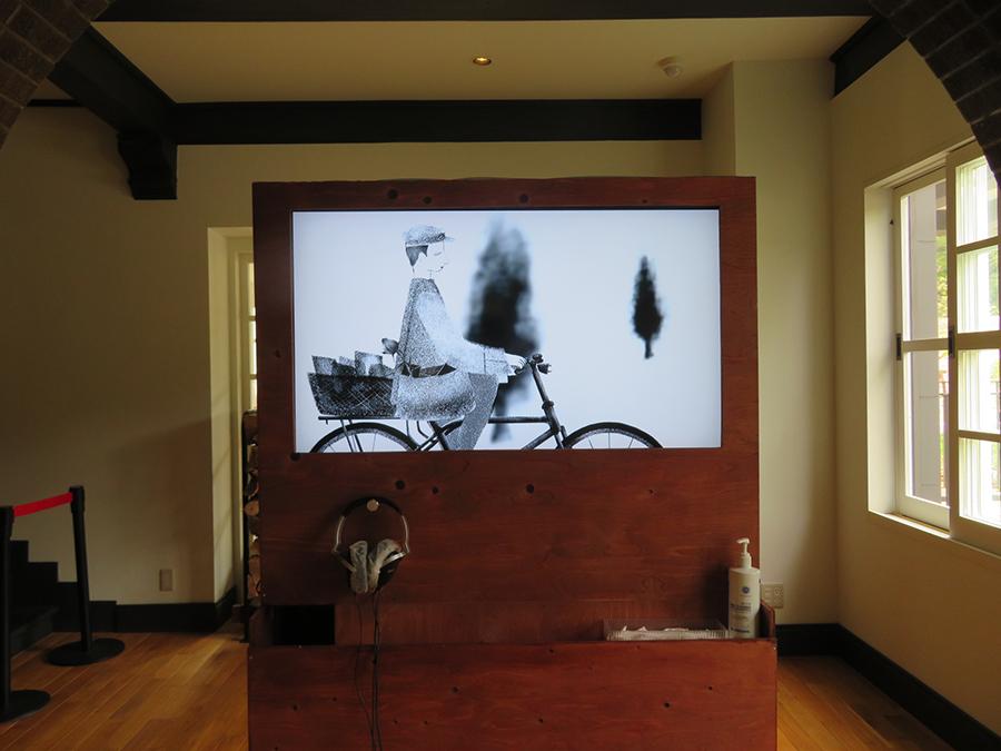 「六甲山サイレンスリゾート」での、高橋生也の展示。高橋は六甲高山植物園でも映像作品を発表