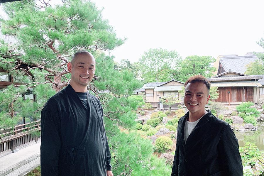 左から建仁寺 両足院・副住職の伊藤東凌氏と現代アーティスト山田晋也氏
