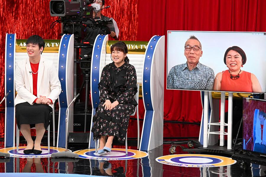 (左から)Mr.シャチホコ、みはる夫妻、遠藤裕司さん、亜貴子さん夫妻(写真提供:MBS)